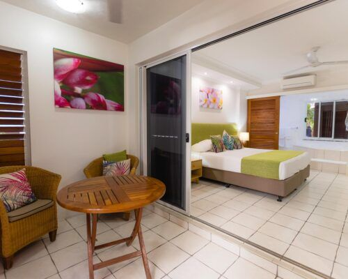 palm-cove-accommodation-spa-suite (1)