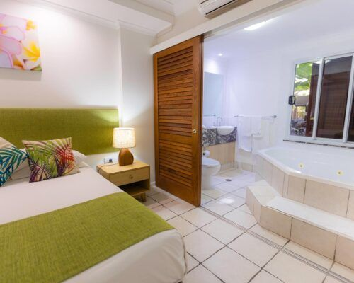 palm-cove-accommodation-spa-suite (2)