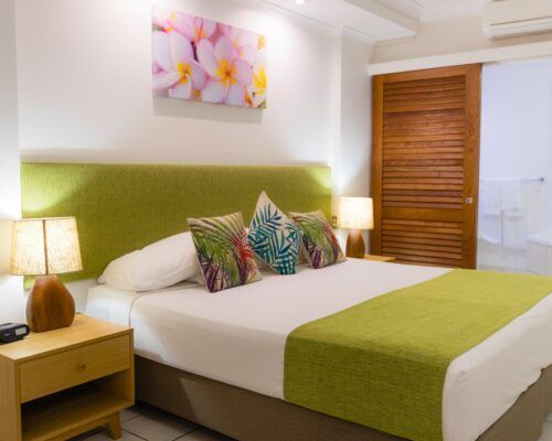 palm-cove-accommodation-spa-suite (3)