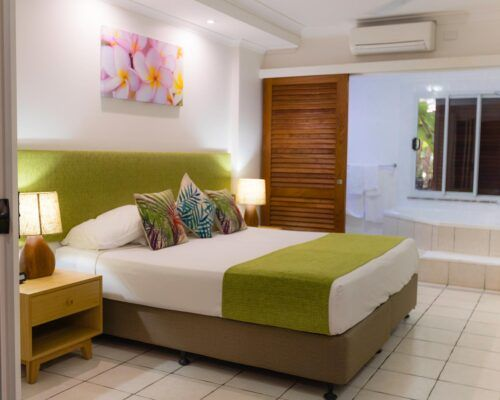 palm-cove-accommodation-spa-suite (5)