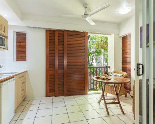 palm-cove-accommodation-studio-apartment (1)
