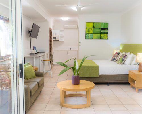 palm-cove-accommodation-studio-apartment-unit-21 (1)