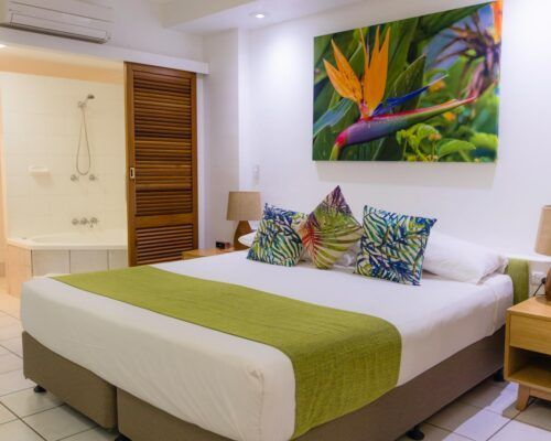 palm-cove-accommodation-superior-spa-suite (11)