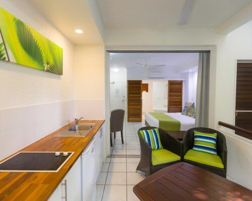 palm-cove-accommodation-superior-spa-suite (19)