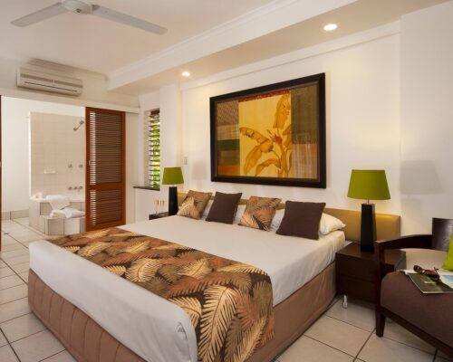 palm-cove-accommodation-superior-spa-suite (3)