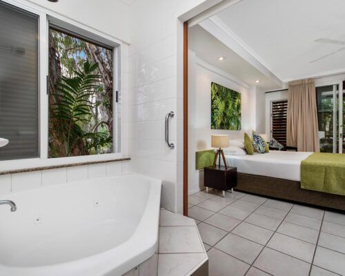 palm-cove-accommodation-superior-spa-suite-30 (3)