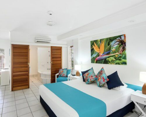 palm-cove-accommodation-superior-spa-suite-30 (6)