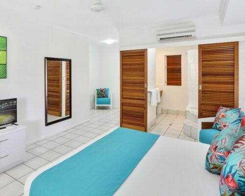 palm-cove-accommodation-superior-spa-suite-30 (8)