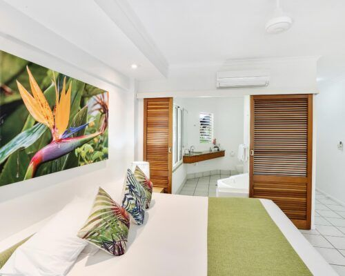 palm-cove-accommodation-superior-spa-suite (9)