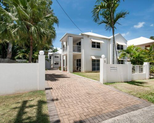 palm-cove-accommodation-town-house-(1)