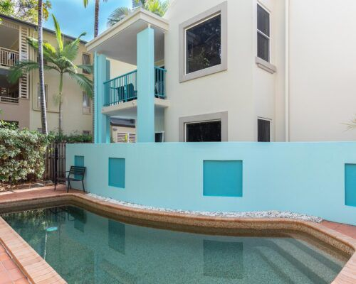 palm-cove-accommodation-town-house-(11)