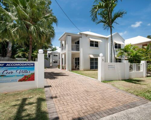 palm-cove-accommodation-town-house-(12)