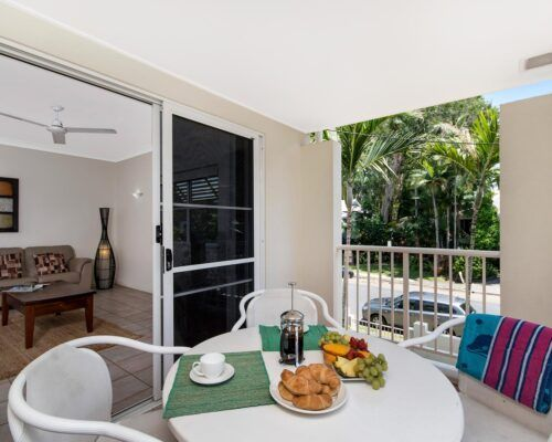 palm-cove-accommodation-town-house-(13)