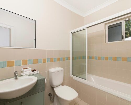 palm-cove-accommodation-town-house-(14)