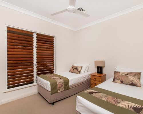palm-cove-accommodation-town-house-(16)