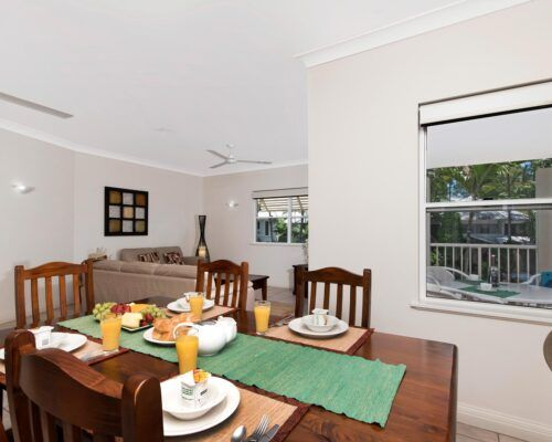 palm-cove-accommodation-town-house-(17)
