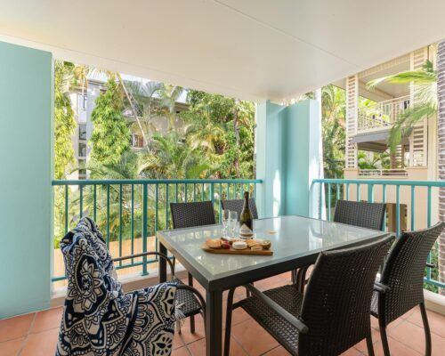 palm-cove-accommodation-town-house-(2)