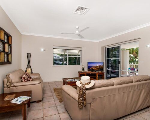 palm-cove-accommodation-town-house-(22)