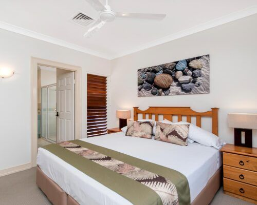 palm-cove-accommodation-town-house-(24)