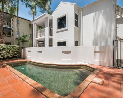 palm-cove-accommodation-town-house-(25)