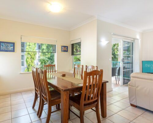 palm-cove-accommodation-town-house-(7)