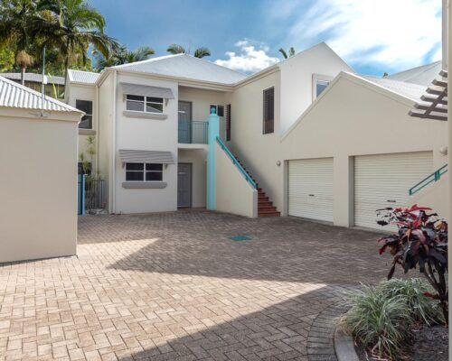 palm-cove-accommodation-town-house-(9)